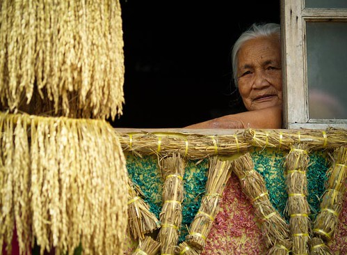 elderly woman window  Buhay Pinoy Philippines Filipino Pilipino  people pictures photos life Philippinen  菲律宾  菲律賓  필리핀(공화�)