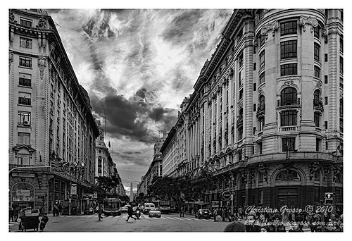 """Diagonal y el Obelisco (Buenos Aires) • <a style=""""font-size:0.8em;"""" href=""""http://www.flickr.com/photos/20681585@N05/4677558350/"""" target=""""_blank"""">View on Flickr</a>"""