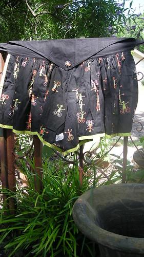 black green mod apron