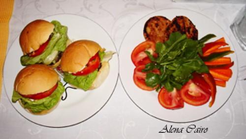 Saladinha com hambúrguer