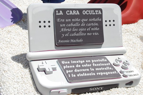 Crítica a los videojuegos en las Hogueras de Alicante 2010 016