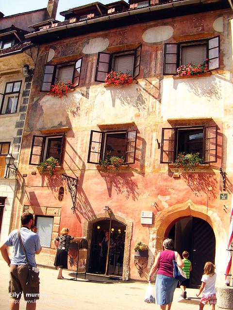 中古歐洲的建築就這麼矗立在自己眼前,很喜歡這種陳舊感。