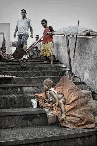 boy left on his own, stairs, step, cup  Buhay Pinoy Philippines Filipino Pilipino  people pictures photos life Philippinen  菲律宾  菲律賓  필리핀(공화�) musmos