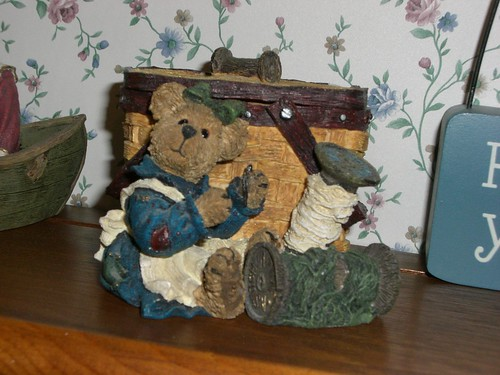 Boyd's Bear sewing basket