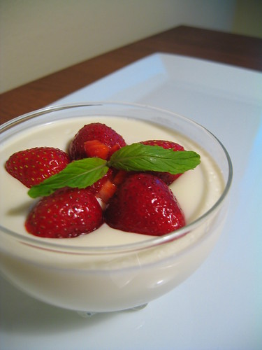 creme fraiche panna cotta w/strawberries