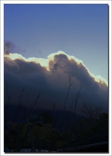 Sol bakom molnen (bild lånad från flickr)