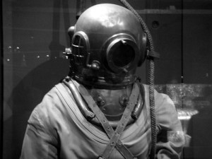 A diving suit -- un scaphandre