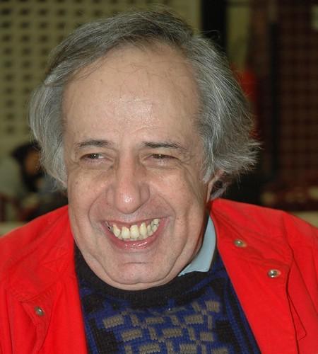 Alfredo Sternheim (São Paulo, 31 de julho de 1942) é um diretor e roteirista brasileiro de cinema, além de jornalista e escritor. No inicio da carreira, foi assistente de diretores consagrados, como Walter Hugo Khouri. Alfredo é filho de um alemão com uma marroquina, ambos judeus, que se exilaram no Brasil fugindo do nazismo.
