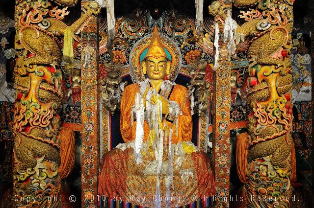 Dalai Lama statue, Semphaling Monastry, Chatreng/Xiangcheng, Sichuan, China.