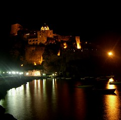 Castello Aragonese in notturna