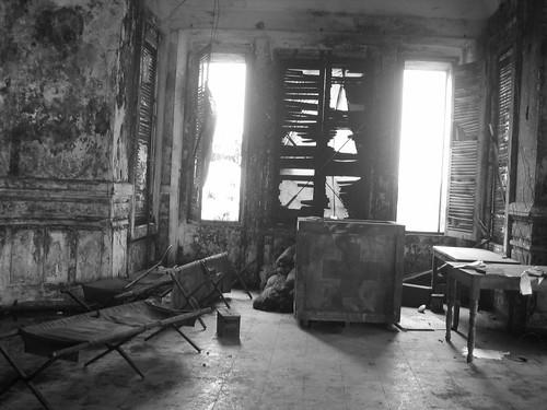 Interior del hotel abandonado en Bokor Hill Station