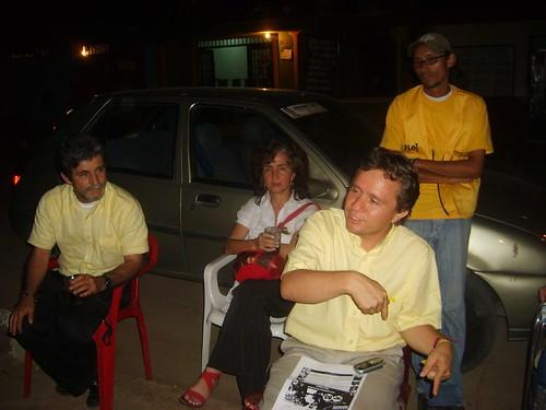 Barrio 11 de Nov. El jóven John Fredy Nagles rodeado de los asperantes a la gobernación y alcaldia y nuestra jefe de debate.B