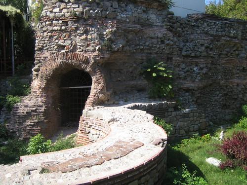 Римска стена и кула