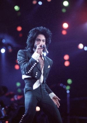 """""""Ele me chamou para dançar"""", diz Monique Evans sobre encontro com Prince"""