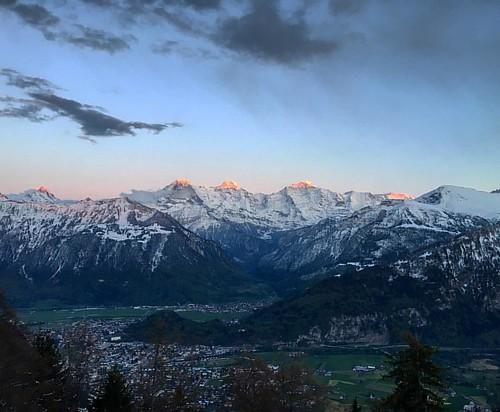 #Eiger #Mönch & #Jungfrau  #EigerMönchJungfrau @ #Beatenberg #Alpen #Schweiz #Sonnenuntergang #swiss #alps #sunset #traveloup