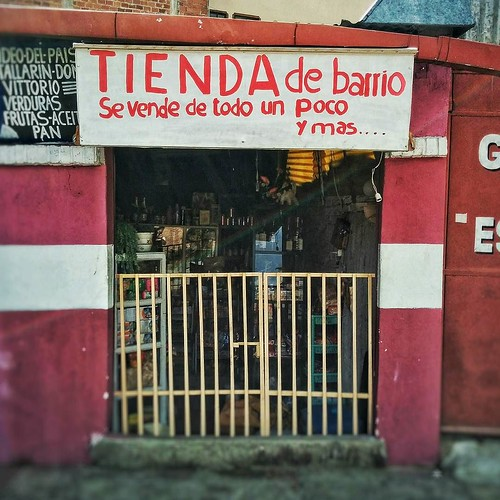 #TiendaDeBarrio Se vende de todo y un poco más