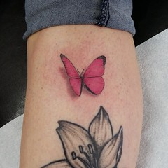 Small butterfly #inked #inkedgirls #girlypoop #eyeofjade #tattooedchicks #tattooedgirls #paradise #california #smalltattoo #splat #colortattoo #3d #pink #chadnicelytattoos