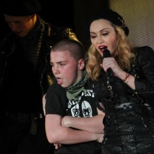 Madonna muda de estratégia para conseguir a guarda do filho, diz site