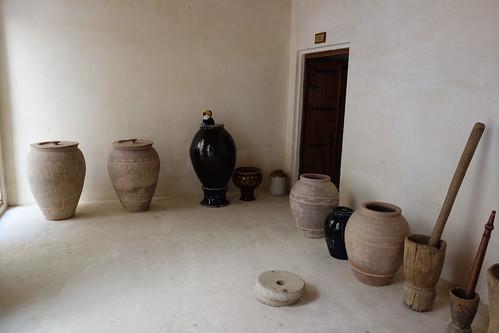 Des poteries permettent de conserver des aliments et de l'eau