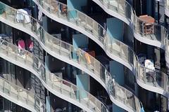 Сушилки, велосипеды, барбекю, столики... чего только нет на балконах