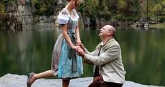 """Einen (Heirats-)Antrag machen. Er macht ihr einen (Heirats-)Antrag • <a style=""""font-size:0.8em;"""" href=""""http://www.flickr.com/photos/42554185@N00/24396111374/"""" target=""""_blank"""">View on Flickr</a>"""