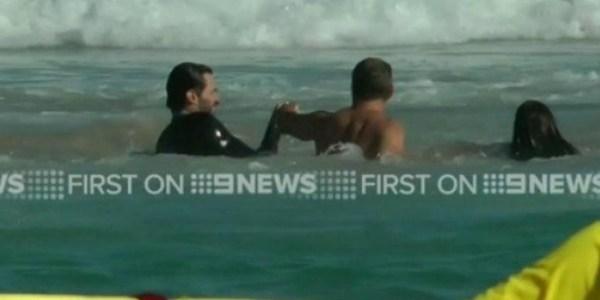 Hugh Jackman resgata filho de correnteza em praia na Austrália