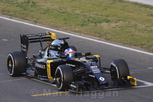Jolyon Palmer in his Renault during Formula One Winter Testing 2016