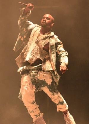 Kanye West faz equipe assinar contrato de privacidade com multa milionária