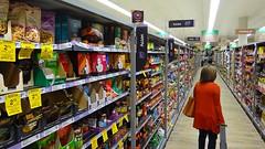 В Woolworths тоже есть отдел с азиатскими продуктами. Кстати, в воскресенье, посреди дня в супермаркете почти никого не было. Что-то мне говорит, что местные жители делают покупки в мелких лавочках.