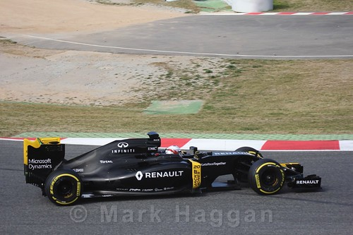 Kevin Magnussen in the Renault in Formula One Winter Testing 2016