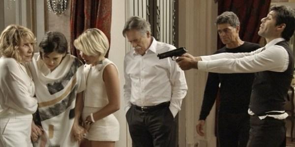 """Em """"A Regra do Jogo"""", Orlando invade mansão e rende o Pai da facção"""