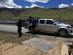 Mit Jeep zum Polizeiposten in Sertar