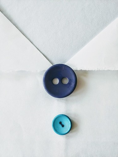 blue button (Photo: ahea64 on Flickr)
