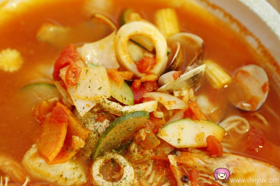 [桃園美食]義匠義式湯麵.桃園中正藝文特區附近~能大口喝湯的義大利麵.天使細麵 @VIVIYU小世界