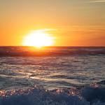 Le soleil plonge dans la mer