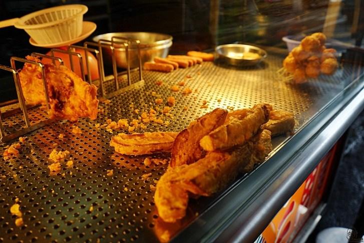43323975301 70c3bc7c9a c - 雞多汁台中興安店|來自台南好吃不膩口的炸雞 最推薦三角骨,那骨縫間的肉有股說不出的魅力 還有黃金雞排跟地瓜都是台中人最愛的午茶小點!