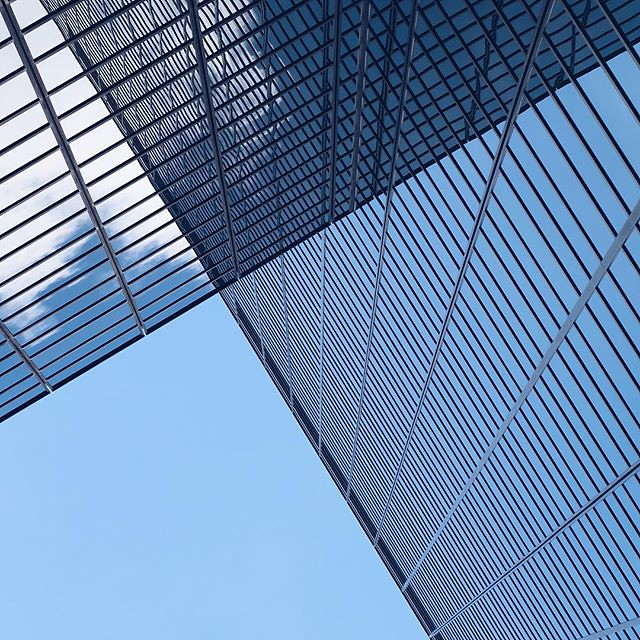 #city of #architecture #rotterdam #visitrotterdam #igrotterdam #wanderlust #travel #citytrip #vsco #vscocam #windows #blue #sky #lookup #skyscrapers #ignetherlands #citytrip #guardiantravelsnaps #guardiancities #lines #architecture_view