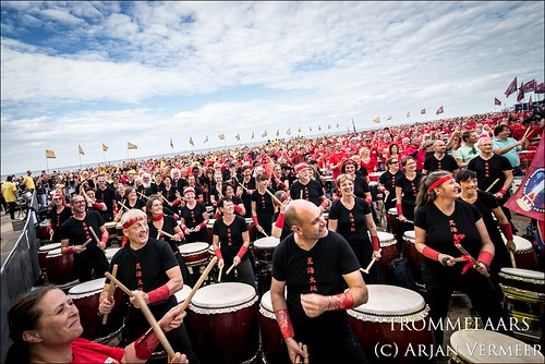 """Four Horizons - 2000 drummers at sea • <a style=""""font-size:0.8em;"""" href=""""http://www.flickr.com/photos/49926820@N08/43883211094/"""" target=""""_blank"""">View on Flickr</a>"""