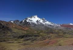Aussicht auf verschneiten Berg beim Aufstieg zum Abrar Sungrar