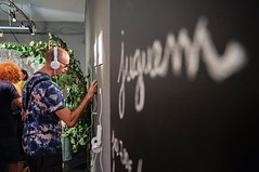 Juguem? Aquesta tarda, exposició #sompoble fins les 20:30 h. A la sala d'exposicions del Casal. #Tiana Foto: @sergi_alcazar