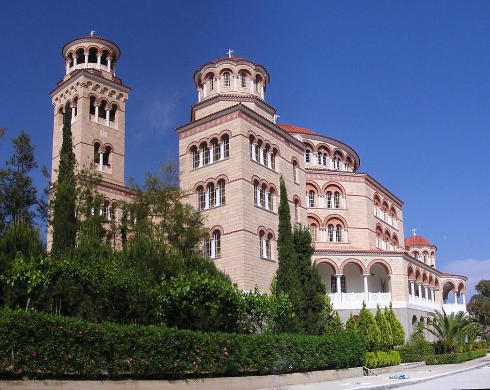 exterior Monasterio Agios Nektarios y Santa Trinidad Isla de Egina Golfo Saronico Grecia 07