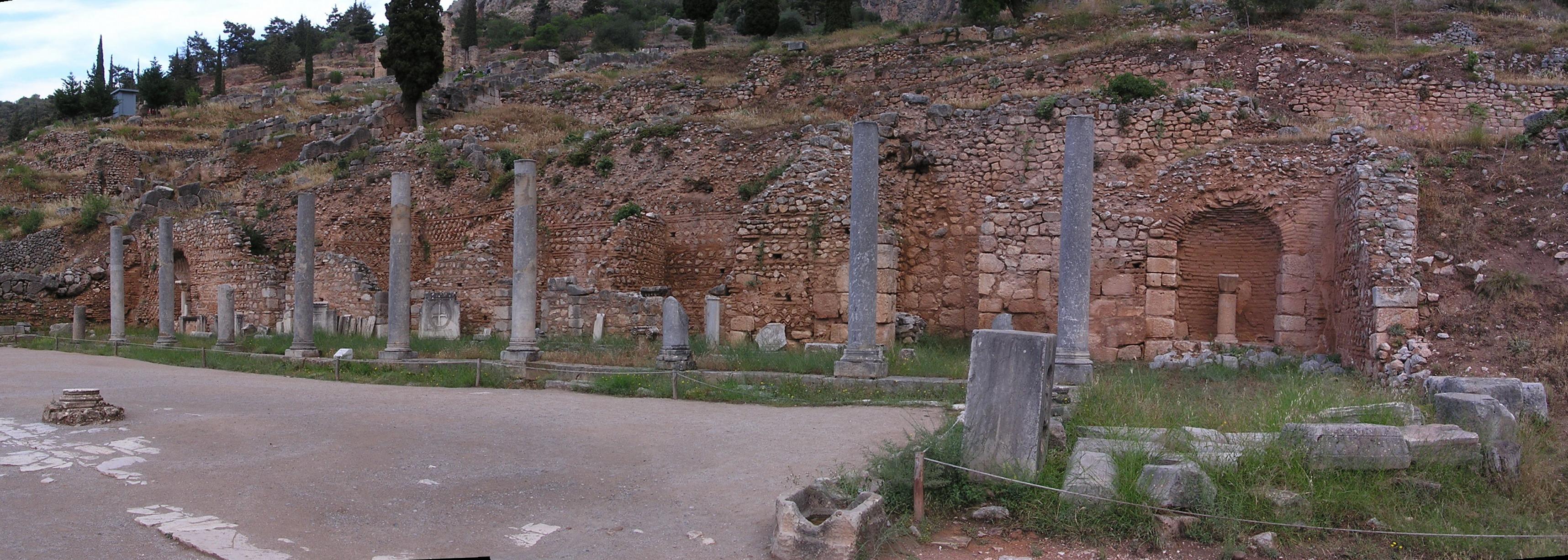 Grecia Oraculo de Delfos Monumento espartano a Egospotamos panoramica 03