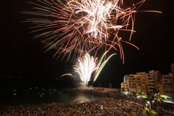Noche de San Juan history, beach fireworks