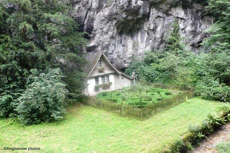 Hermit's House, Rüttenen