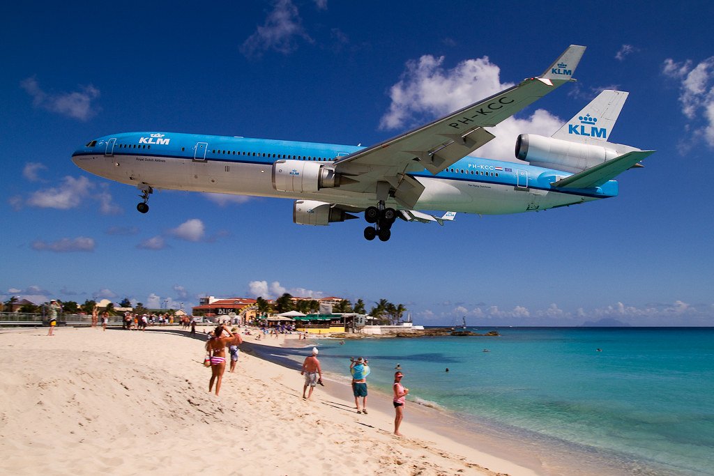 KLM MD11 sobre Maho Beach