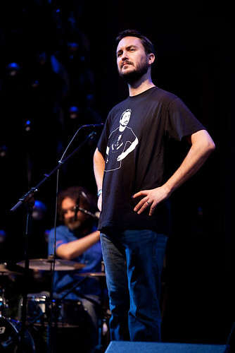 Wil Wheaton attempts to destroy the space/time continuum.