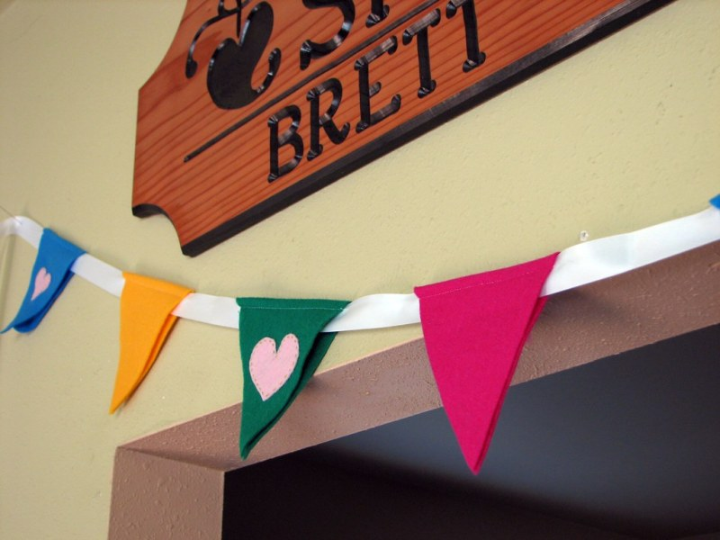 How To DIY A Felt Bunting Wedding Banner