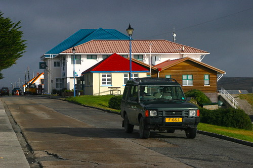 ISLAS MALVINAS: Calle Ross, Puerto Argentino (FALKLAND ISLANDS: Ross Road, Port Stanley).