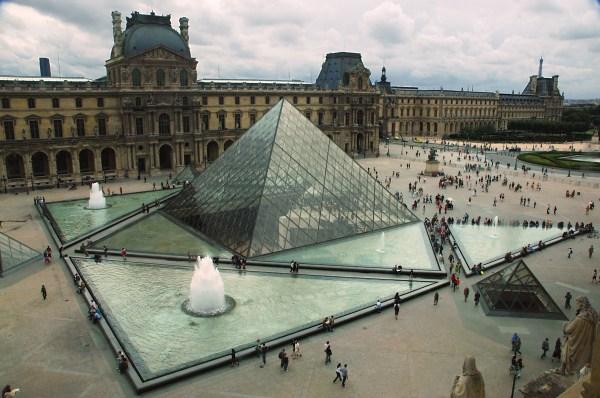 Pei' Pyramid Louvre - Sharing