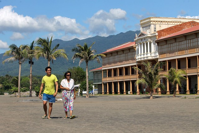 La Puesta del Sol - Las Casas Filipinas de Acuzar